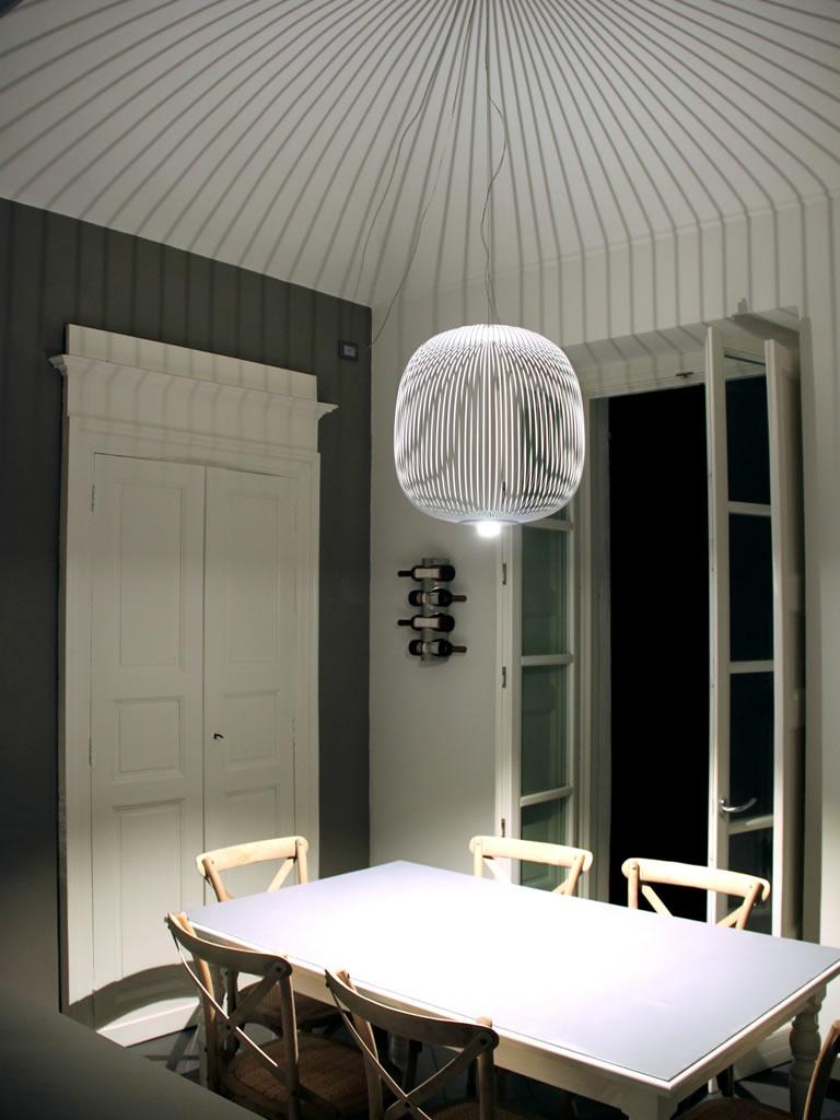 Aldebaran Biella - lampadario Spokes Sospensione con effetto striature lungo tutta la parete