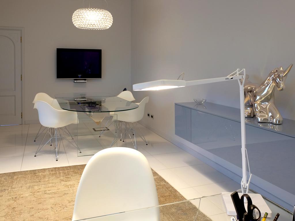 Aldebaran Biella - Realizzazione ufficio del presidente della Lauretana con lampadario