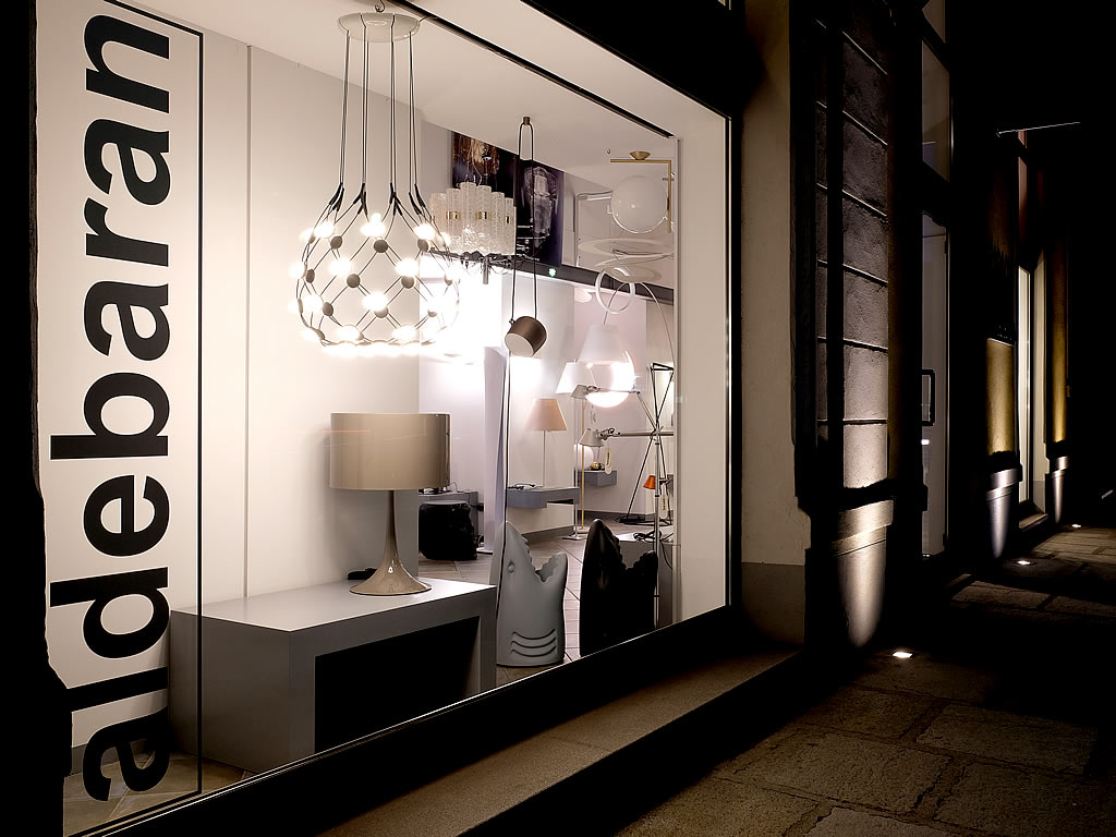 Aldebaran - Lo showroom di biella - Particolare vetrina esposta in Via Tripoli