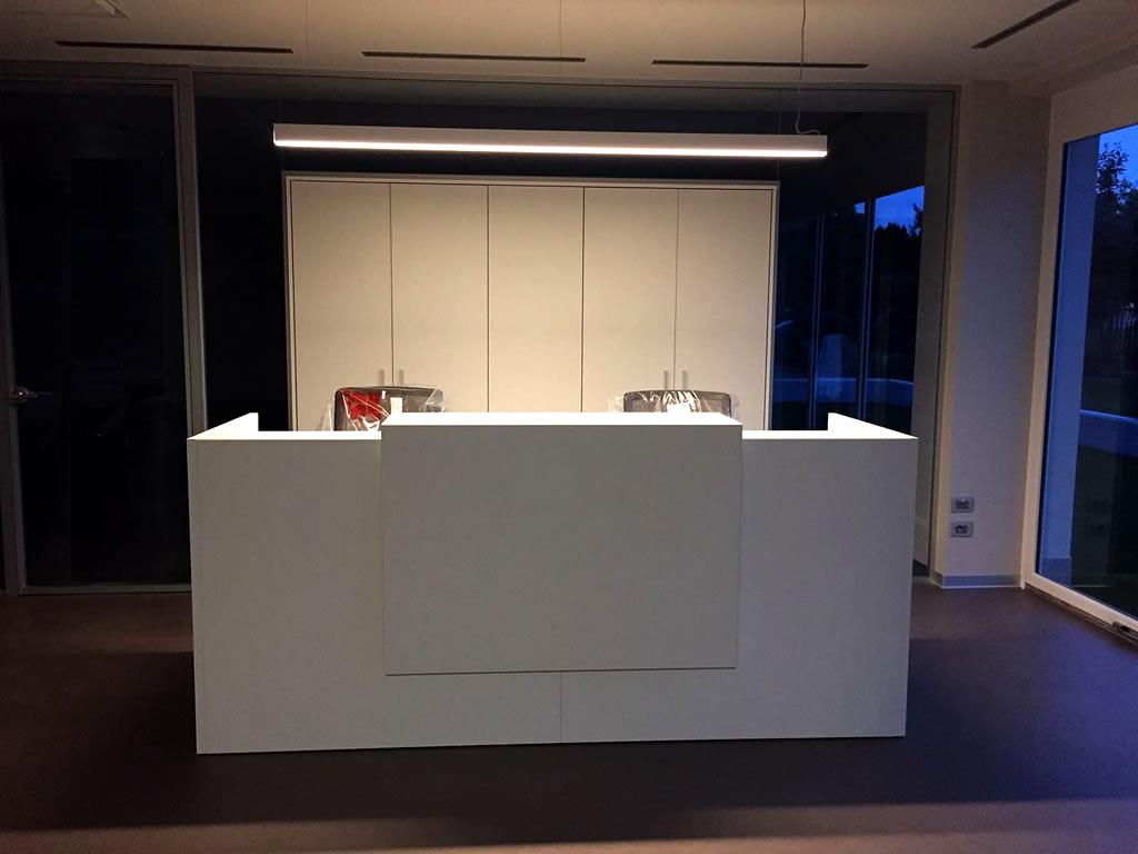 Aldebaran - Realizzazioni Illuminazione bancone ingresso Fisiokinetik