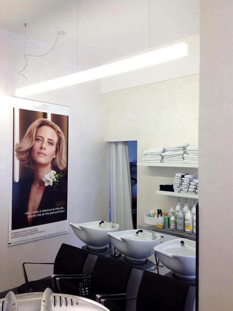 Aldebaran Biella Esempio per illuminare in modo ergonomico parrucchiere per signora